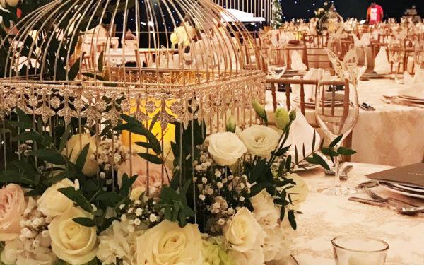 04-flower-centerpiece-Atlantis-Ballroom-wedding-golden-cage-by-eventsmania