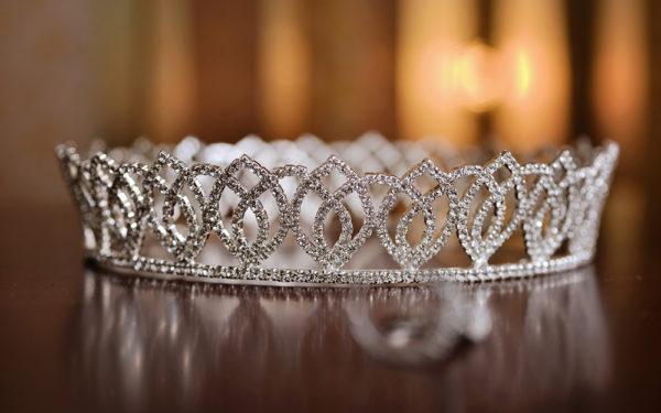 06-Bride-crown-conrad-hotel-elegant-wedding-dubai-uae