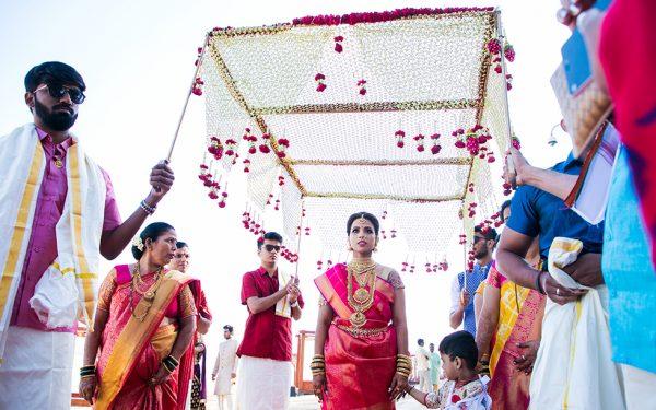 ENTERANCE SHADI INDIAN WEDDING STAGE